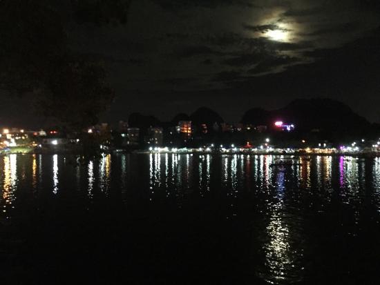 Universal Guilin Hotel: Li-rivier by night bij hotel