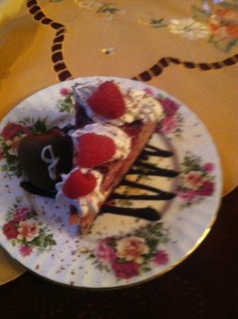 Murphy Guest House Bed and Breakfast: Yummy Cheesecake made by the Murphy Guest House