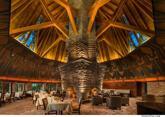 Clio, แคลิฟอร์เนีย: The Wigwam Room, Frank Lloyd Wright's centerpiece inside the clubhouse