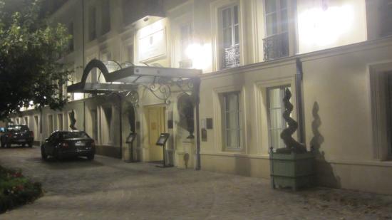 Hotel entrance picture of le jardin d 39 hiver chantilly - Le jardin d hiver chantilly ...