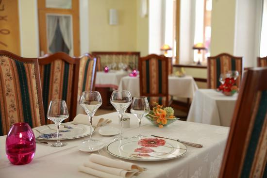 Celles-sur-Plaine, Fransa: A table