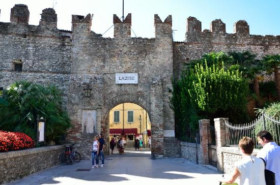 Porta di ingresso chi desidera una porta di ingresso pu - Zara home porta di roma ...