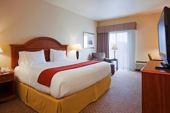 Holiday Inn Express Hotel & Suites Wausau: King Bed Guest Room
