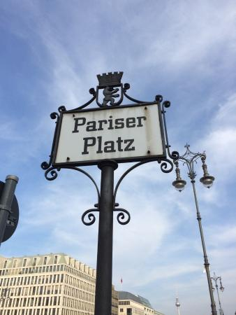 plaatsaanduiding picture of pariser platz berlin. Black Bedroom Furniture Sets. Home Design Ideas