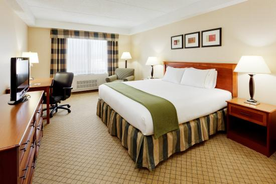 Holiday Inn Express East End, Riverhead, NY - King Guest Room