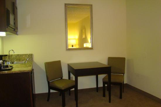New Albany, MS: Suite Activity Table and Wet Bar