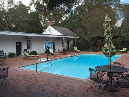 Cedar Grove Plantation: The pool area