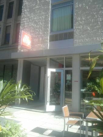 Illy Caffe, An Italian Coffee House