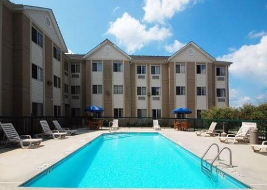 MainStay Suites Charlotte: Pool