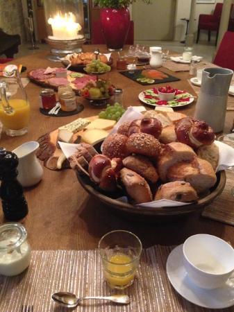 Schlöeßchen Hildenbrandseck : Hochwertiges geschmackvolles, opulentes Frühstück