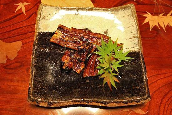 Amegen: 天然鰻の飴焼き。皮がパリッとした独特の食感です。