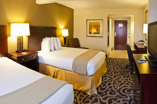 Holiday Inn Express Murfreesboro Central: Double Bed Guest Room