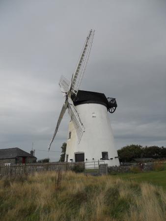 Llanddeusant, UK: Llynon Windmill