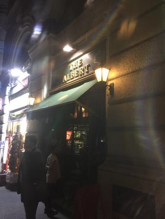 The Albert Pub: Super godt sted med gode øl, super betjening og fantastisk atmosfære. Helt klart et besøg værd