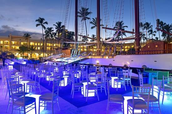 Iberostar Grand Hotel Bavaro: Boat Bar