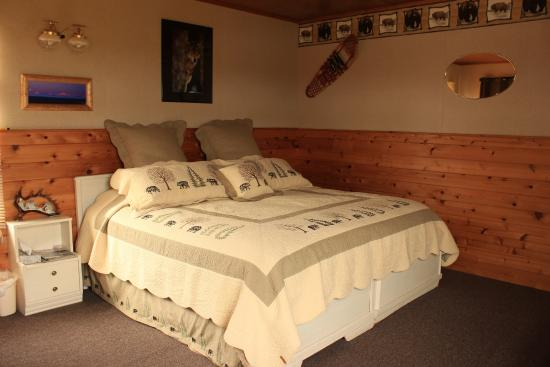 Caribou Lodge Alaska: Inside a guest cabin