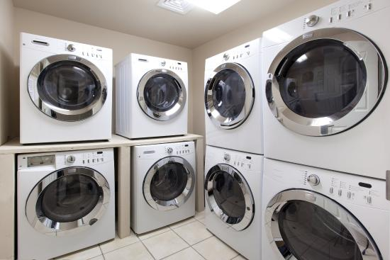 Englewood, CO: Laundry Facility