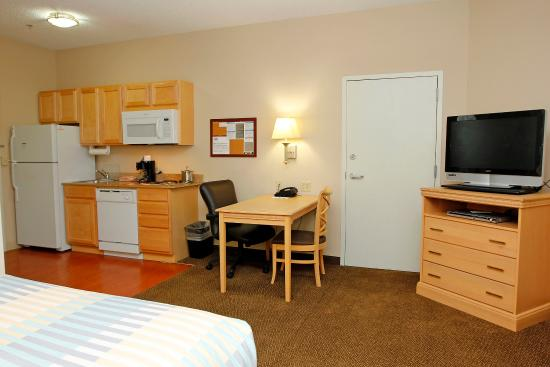 Candlewood Suites Meridian Business Center: Guest Room