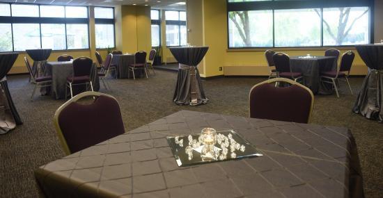 Oak Ridge Hotel and Conference Center: Garden Vista