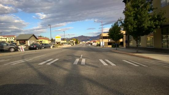 Motel 6 Wenatchee: Street on which the hotel is located.