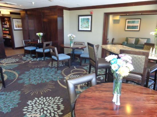 Staybridge Suites Colorado Springs: Lobby Lounge