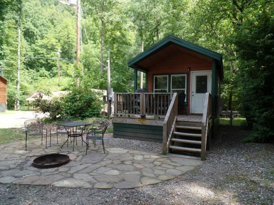 Incroyable Cherokee / Great Smokies KOA: Studio Cabin.