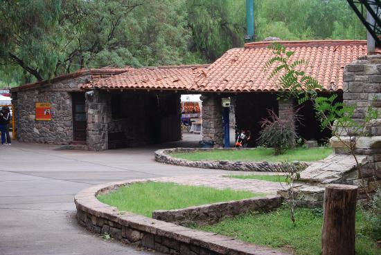 Foto de Jardin Zoologico, Mendoza: Juegos rotos y peligrosos para ...