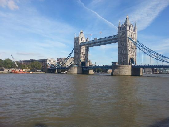 pont de la tour picture of tower of london london tripadvisor. Black Bedroom Furniture Sets. Home Design Ideas