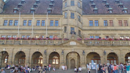 Hotel & Restaurant Sonne: La plaza donde la arquitectura es un deleite