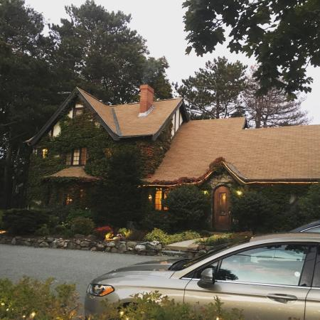 Ivy Manor Inn: photo1.jpg