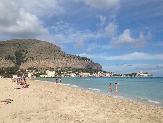 how to get to mondello from palermo