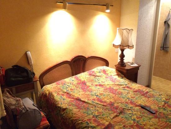 Hotel De La Poste : Chambre (de bonne) #4 à 56€/nuit