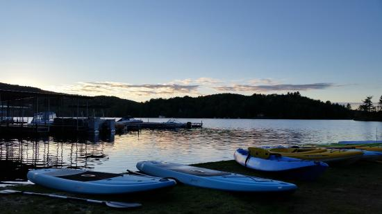 Gauthier's Saranac Lake Inn and Hotel: Kayaks ready for a sunset paddle
