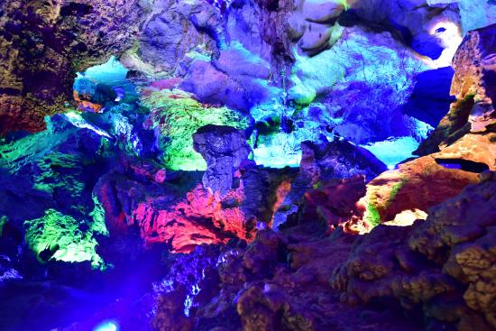 Hezhou, Kina: 五光十色的鐘乳石4