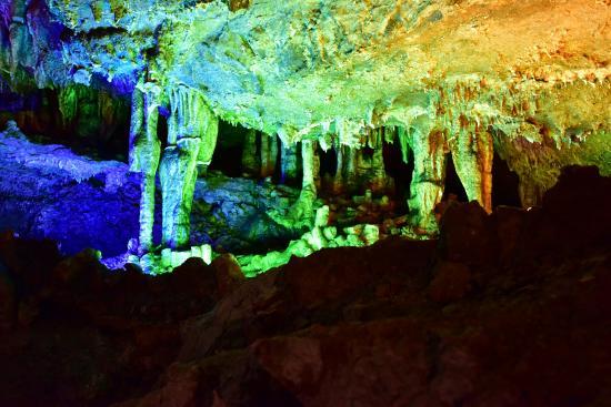 Hezhou, จีน: 五光十色的鐘乳石5