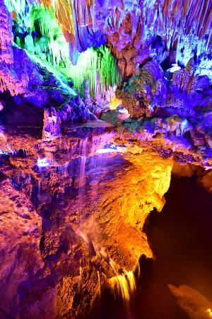 Hezhou, Kina: 五光十色的鐘乳石7