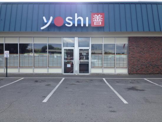 Yoshi Japanese Restaurant: Entrance