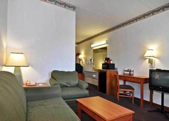 Econo Lodge Inn& Suites Albany: GAKS