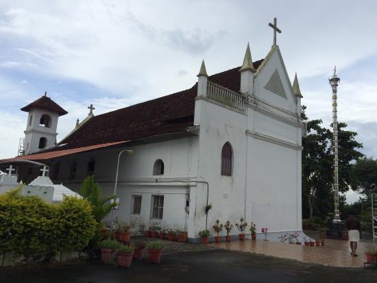 كوتايام, الهند: The church and the altar