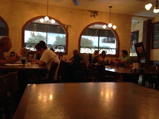 Milton's Pizza & Pasta: inside