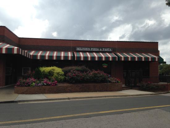 Milton's Pizza & Pasta: outside