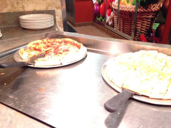 Milton's Pizza & Pasta: pizza bar