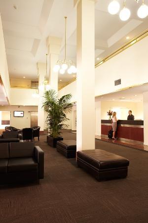 Adelaide Meridien Hotel & Apartments: Foyer