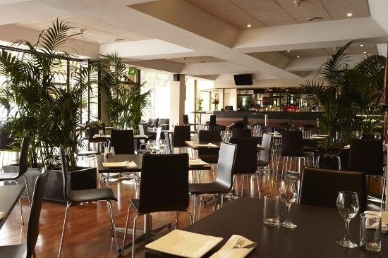 Adelaide Meridien Hotel & Apartments: Cafe