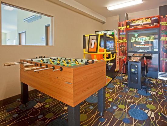 Holiday Inn Express & Suites Antigo Game Room