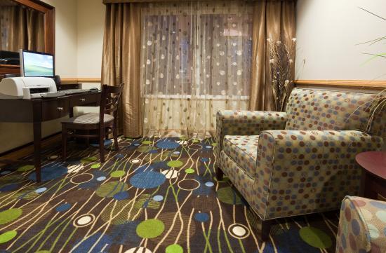 Holiday Inn Express & Suites Antigo Business Center