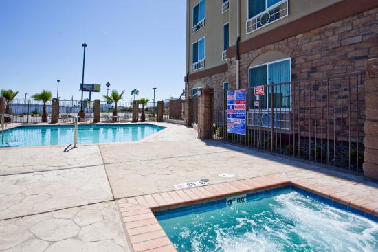 Holiday Inn Express Hotel & Suites Fresno South: Whirlpool