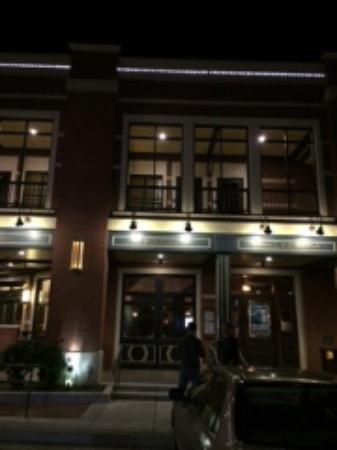 Rooney's Irish Pub: Exterior