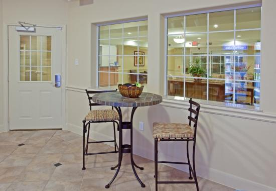 Candlewood Suites Texas City: Kick back in our Candlewood Cupboard seating area