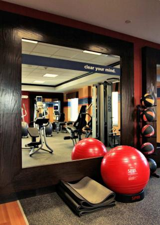 Hampton Inn & Suites Dallas / Lewisville - Vista Ridge Mall: Fitness Center